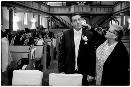 Der Kragen sitzt, die Braut kannkommen!