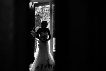 Eine Braut im Foyer des Schlosses Eicherhof – Hochzeitsfotograf Leichlingen
