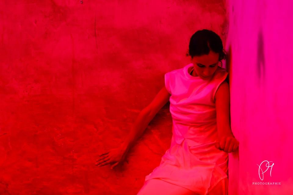 Ein Tanzfoto aus der Reihe Tanzlichter. Aufgenommen wurde dieses Foto im Lichtmuseum Unna.